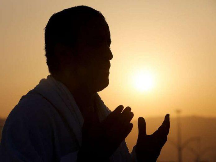 7 Golongan Orang Yang Dido'akan Malaikat