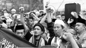 Aksi Demo Bakar Ban di Jakarta Pusat