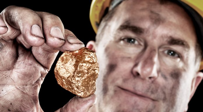 Cerita Inspirasi Tentang Kejujuran: Pembeli Tanah yang Menemukan Sebongkah Emas