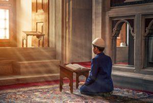 Dua Pendaki Foto Bugil dan Keutamaan Malu Dalam Islam
