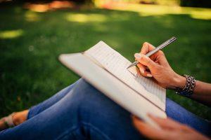 Hari Puisi Nasional, Bisa Jadi Pengerat Hubungan Keluarga Harmonis