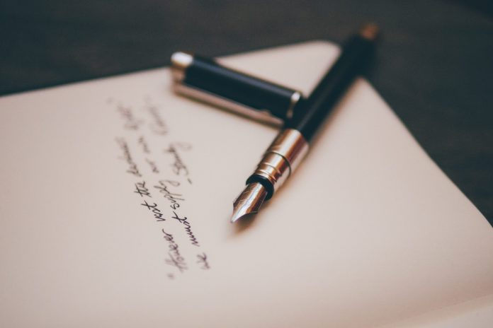 Hari Puisi Nasional, Ciptakan Sajak Indah Untuk Keluarga