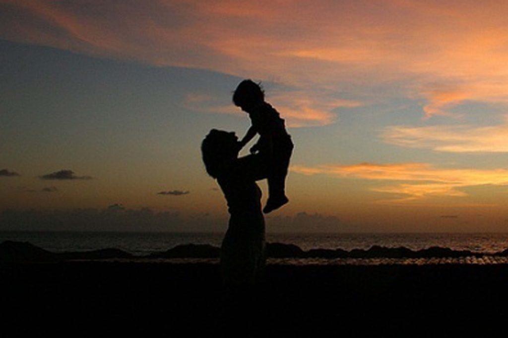 Ibu dan Anak Kepergok Berhubungan Badan