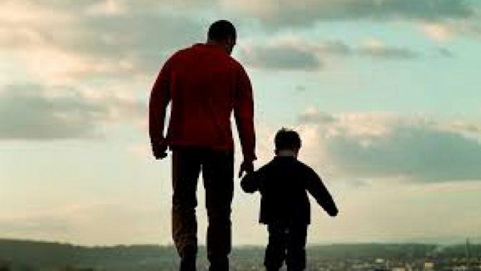 Kisah Ayah Gantikan Wisuda Anaknya dan Peran Ayah Sebagai Pemimpin