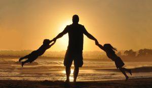 Kisah Ayah Gantikan Wisuda Anaknya dan Sosok Ayah Terbaik Islam