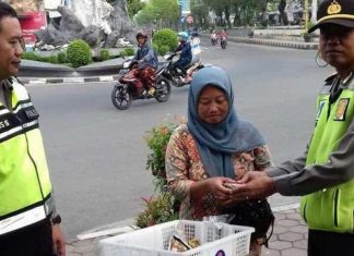 Kisah Kejujuran Ibu Penjual Sayur di Kebumen