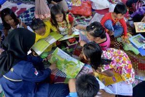 Korban Banjir Luwu Utara Belajar di Pengungsian dan Sikap Ketika Ditimpa Musibah