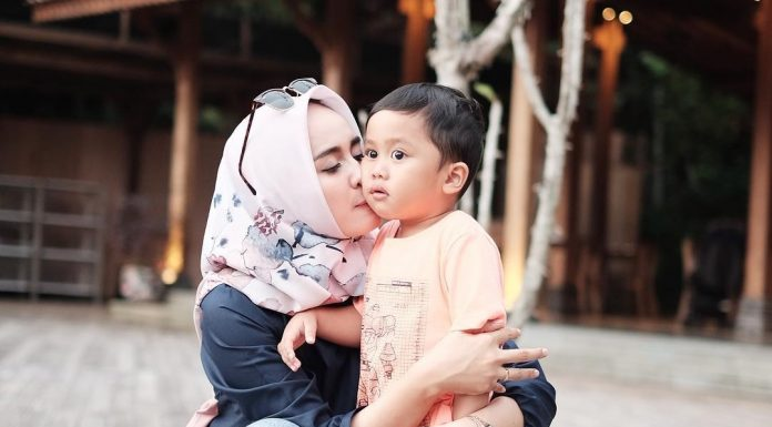 Mengajari Anak Untuk Berbakti Kepada Orang Tua Itu Penting