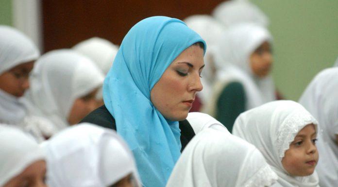 Mengamalkan Apa yang Kita Bicarakan (Tips Parenting Islami)