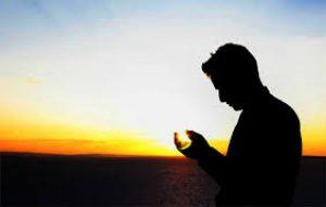 Nikita Mirzani Berikan Pujian dan Ini Hukum Memuji Dalam Islam