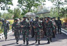 Pasukan Marinir Tertibkan Demonstran