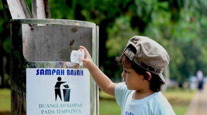 Pemobil Buang Sampah Sembarangan dan Ini Larangannya Dalam Islam