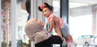 Parenting Islami Memperlihatkan Cinta Kepada Buah Hati