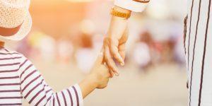 Perseturuan Krisdayanti dan Anak dan Hubungan Anak Dengan Orang Tua Menurut Islam