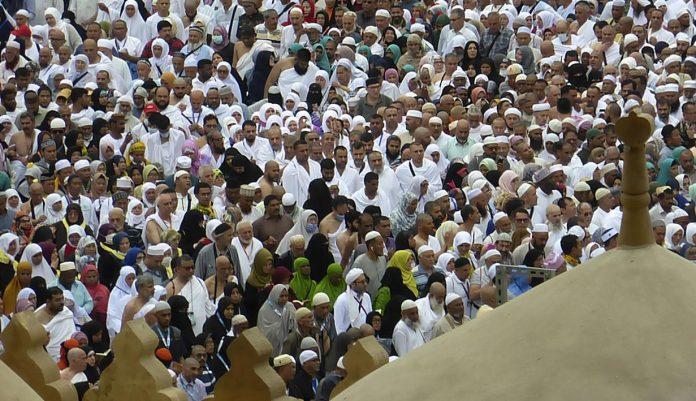 arab saudi hentikan umrah