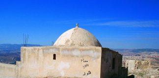 baca lengkap kisah nabi Hud dan kaum Aad dalam seri cerita nabi dan cerita islami untuk menambah keimanan dan ketaqwaan kita kepada Allah