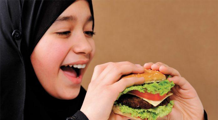 tips aman dari makanan yang haram ketika bepergian