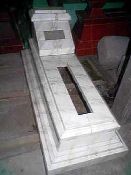 kuburan-cor