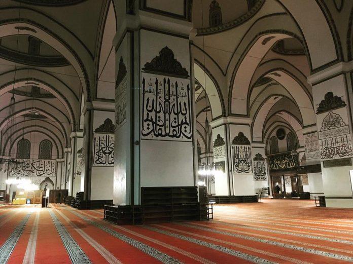 Memuliakan Masjid