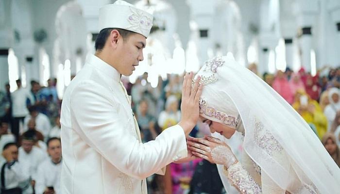 pernikahan aurel